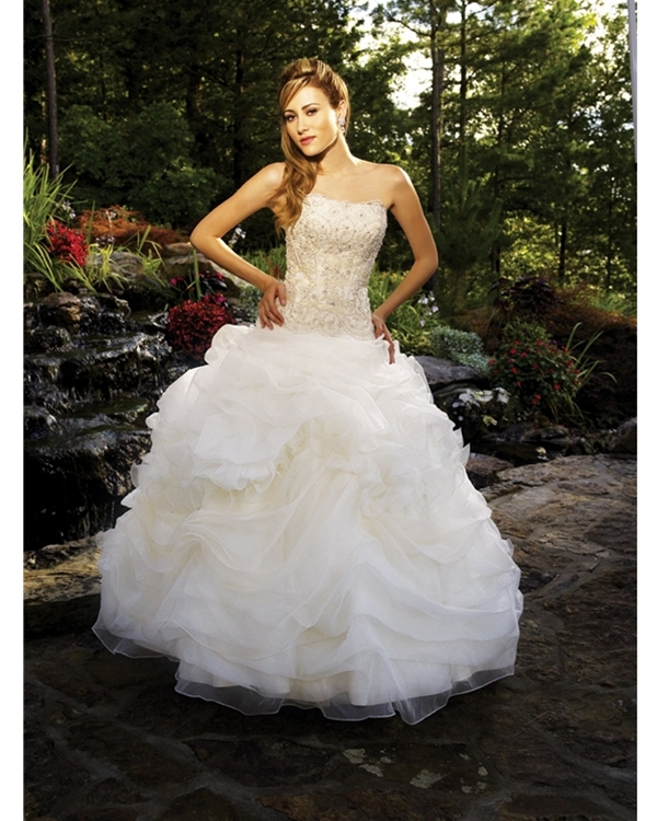 Gorgegous Floor Length Ball Gown Strapless White Quinceanera Dresses With Sequined Embroidery And Ruffles