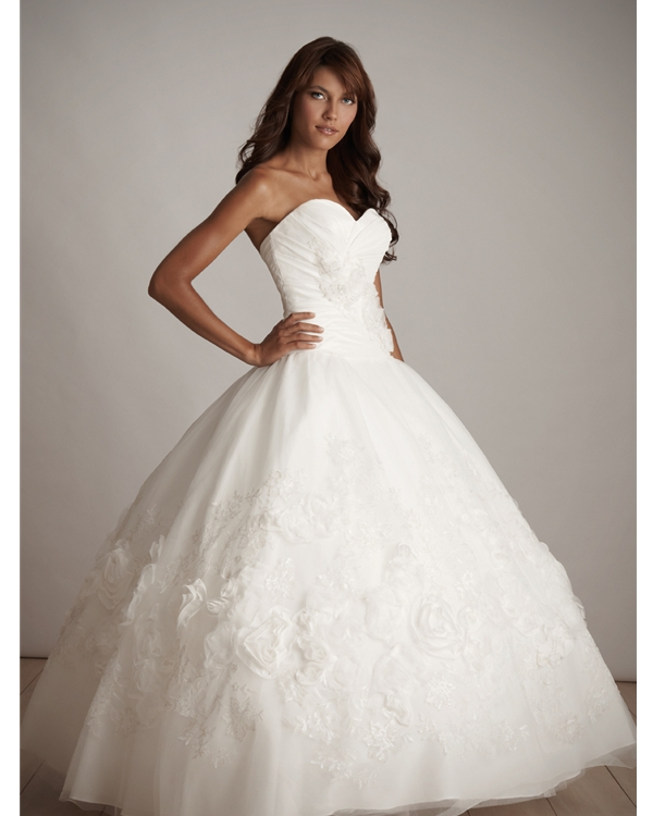 Graceful Floor Length Ball Gown Sweatheart Strapless White Quinceanera Dresses With Floral Appliques