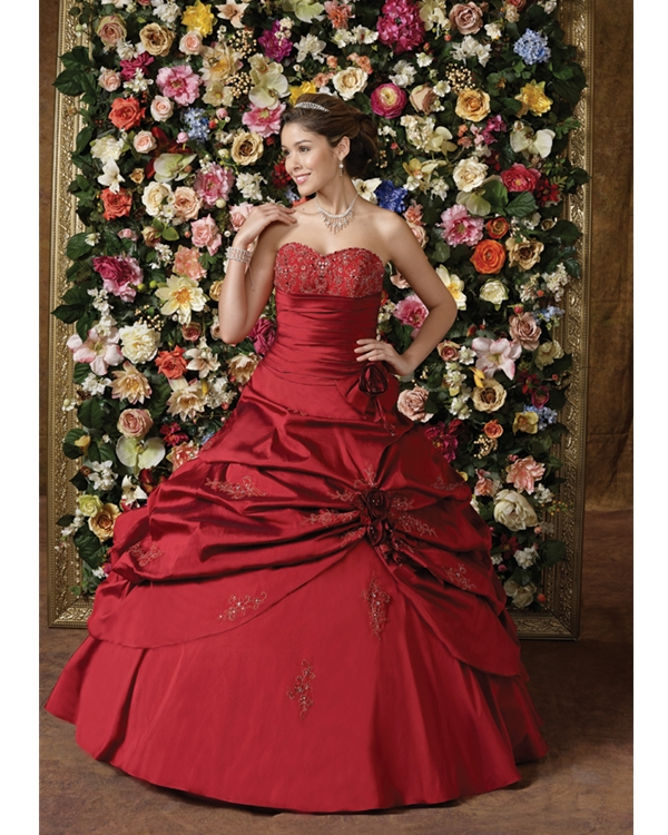 Red Ball Gown Sweetheart Strapless Floor Length Tulle Quinceanera Dresses With Lace Appliques