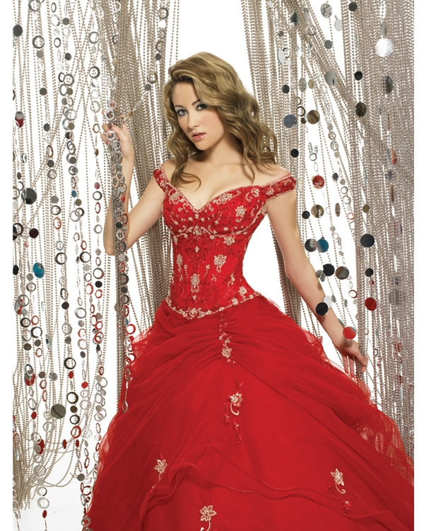 Gorgeous Off The Shoulder Sweatheart Red Full Length Ball Gown Quinceanera Dresses With Ivory Appliques