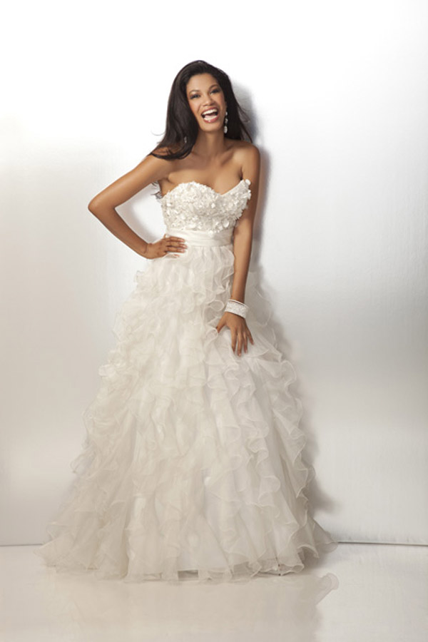 Ivory Strapless Sweetheart Floor Length Prom Dresses With Lace And Ruffles