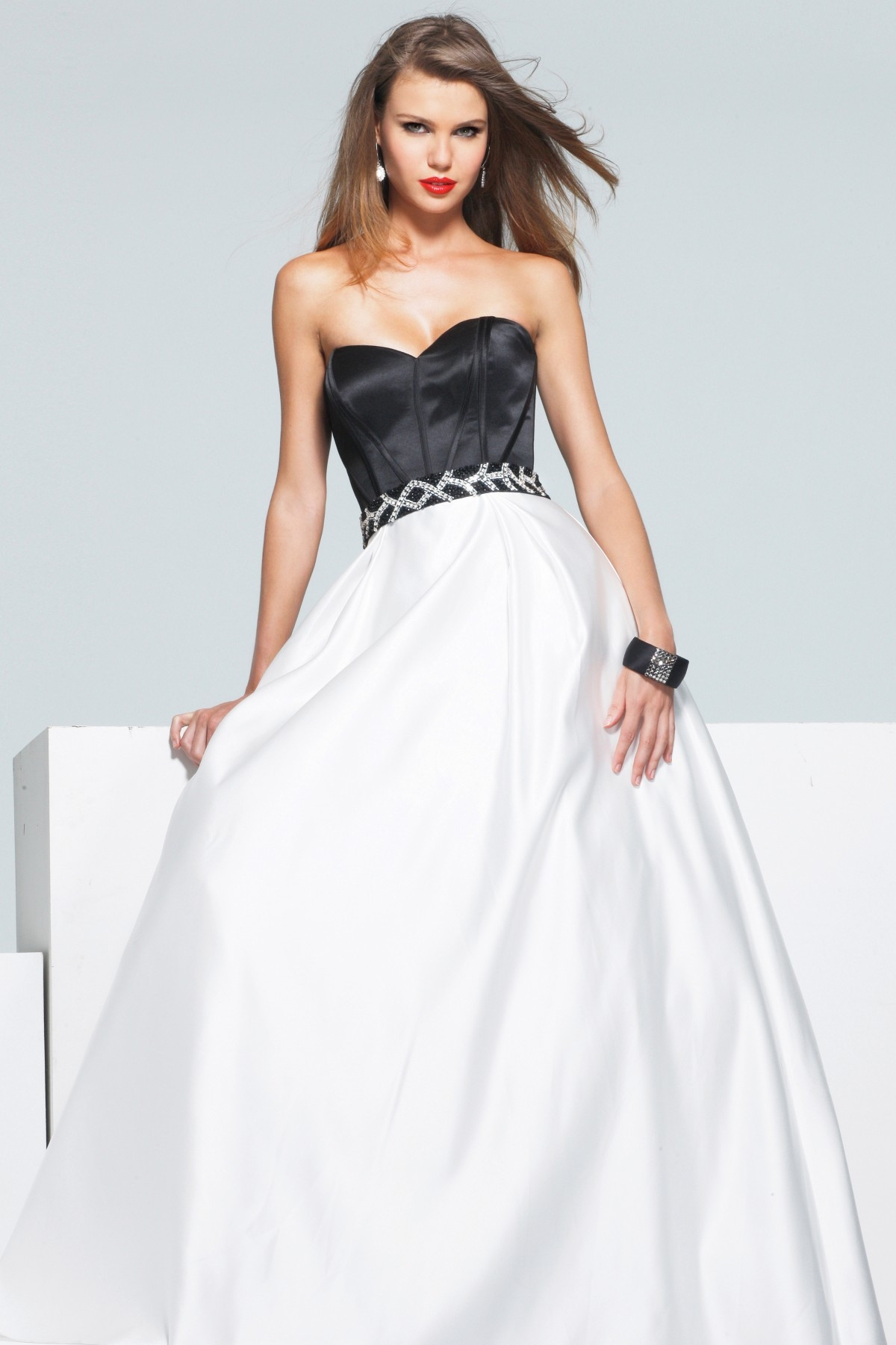 Black And White Floor Length Sweetheart A Line Low Back Sexy Dresses With Sequins
