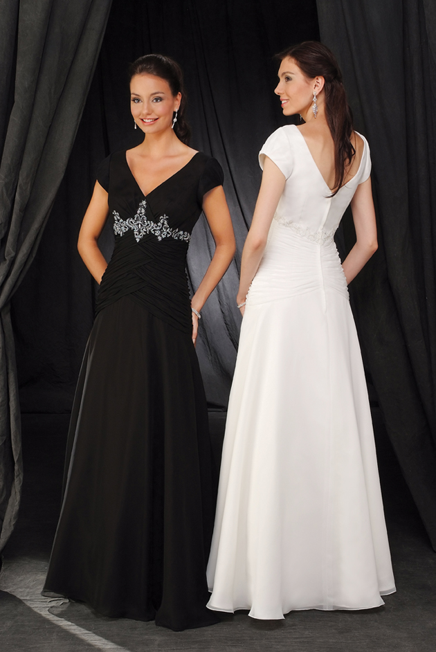 Black A Line V Neck And Short Sleeve Zipper Floor Length Chiffon Prom Dresses With Embroidery