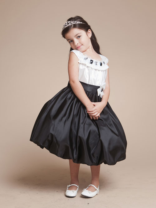 White And Black Scoop Neck Cap Sleeves Tea Length A Line Flower Girl Dresses With Crystals And Ruches